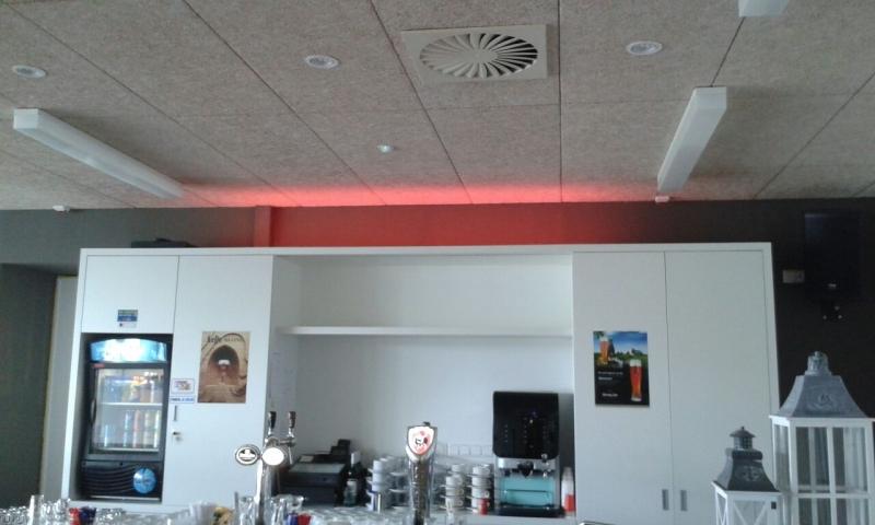 RGB-LED verlichting danszaal in dorpshuis